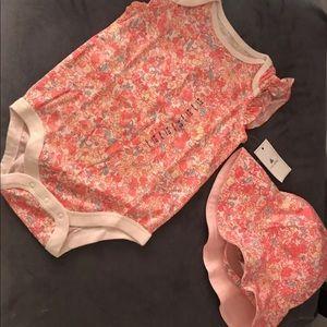 New BabyGap 6-12 bodysuit & Hat Set Pink Floral